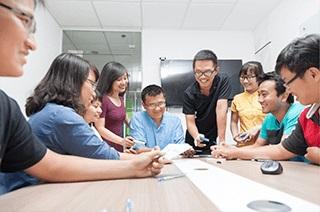 ブロックチェーンやアプリの開発ラボをベトナムに設けております。