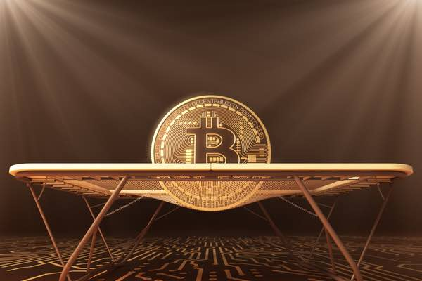 ビットコインは上昇トレンド転換まで秒読みか?